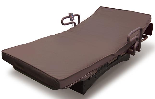 産学連携で開発した大人用の揺動ベッド