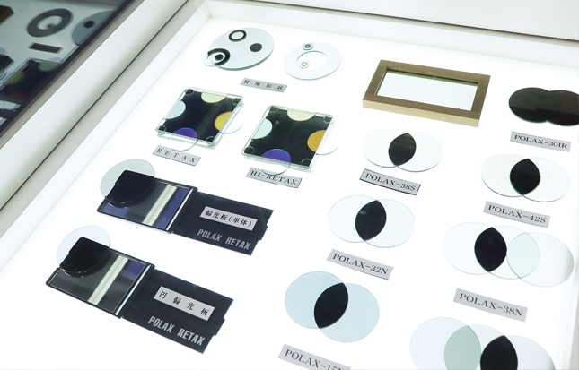 多種多様な偏光板・波長板