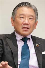 相川善郎 氏