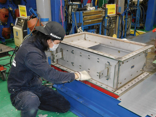 熱交換器の部品を製造
